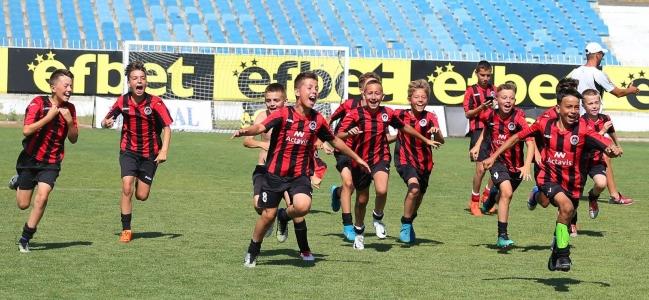Децата на Локомотив с отлично представяне в Несебър