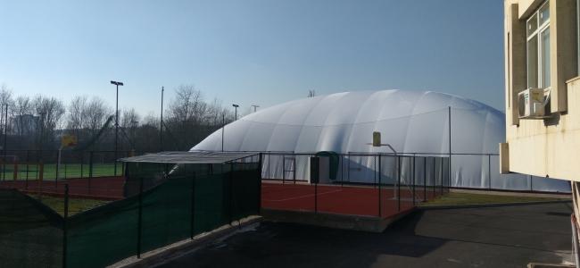 ГАЛЕРИЯ:  Балонът вече се издига над тенис кортовете